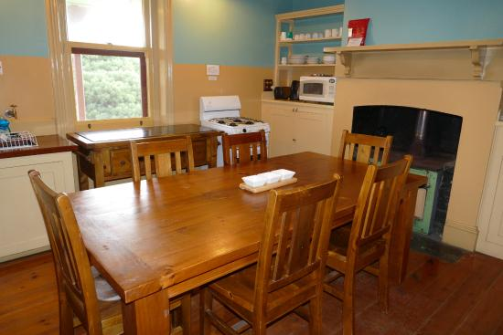 Cape du Couedic Lighthouse Keepers Heritage Accommodation: Kitchen & Dining