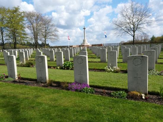 Groesbeek Canadian War Cemetery: 20160428_111028_large.jpg