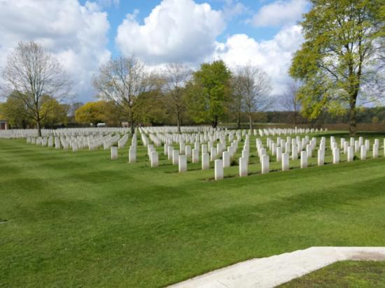 Groesbeek Canadian War Cemetery: 20160428_111422_large.jpg