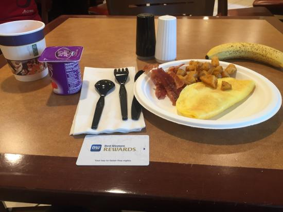 BEST WESTERN Village Inn : breakfast is ok but the daily changes of front desk staff could pose certain problems