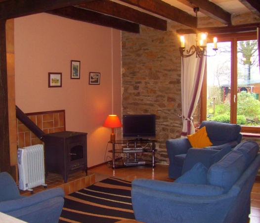 Saint-Mayeux, France : Chevrefeuille Gite Sleeps 1-5 in two bedrooms