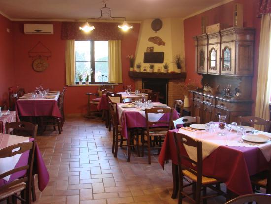 Castel Del Piano, Ιταλία: Interno trattoria