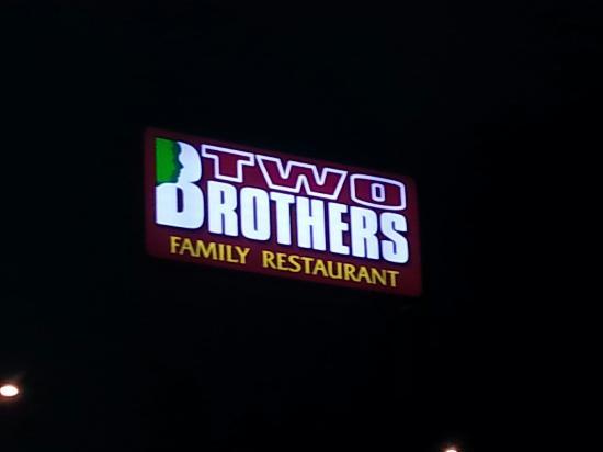 Oshkosh, Ουισκόνσιν: Two Brothers Family Restaurant