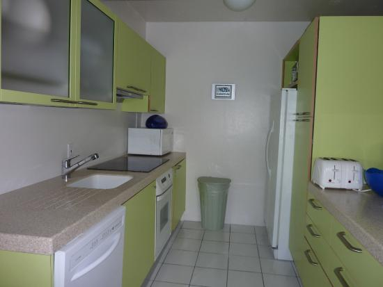 Benner, St. Thomas: 421 suite - kitchen