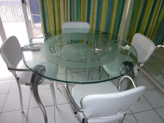 Benner, เซนต์ โทมัส: dining table from Suite 421