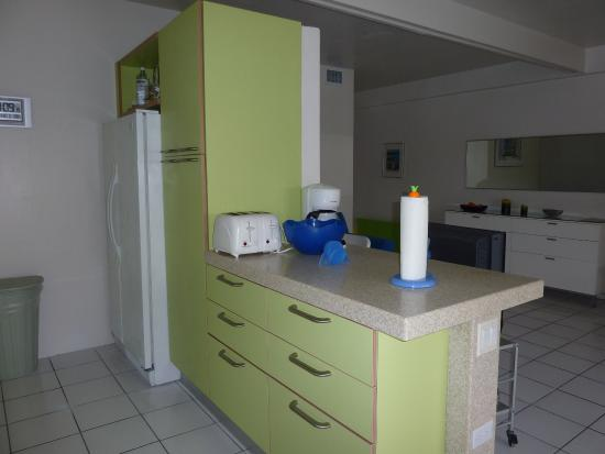 Benner, St. Thomas: kitchen beachfront suite 421