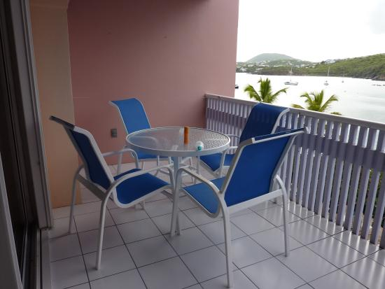 Benner, St. Thomas: Varanda furniture at beachfront suite 421