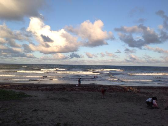 Daet, Filipinas: Bagasbas beach in the afternoon