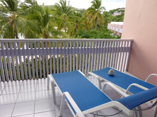 Benner, St. Thomas: balcony at beachfront suite 421