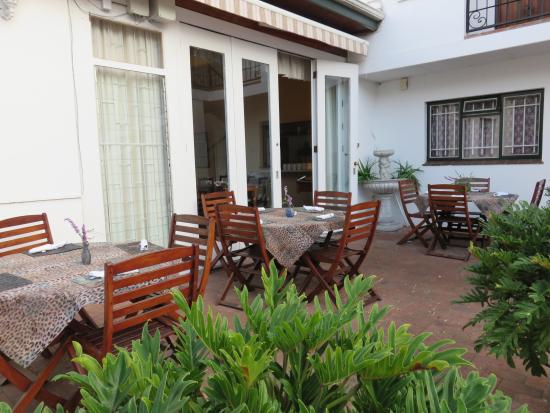 Fynbos Villa Guest House: Outside Breakfast Area