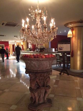 Huentala Hotel: Maçãs no lobby do hotel