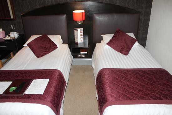 The Cathedral Hotel: Twin Room