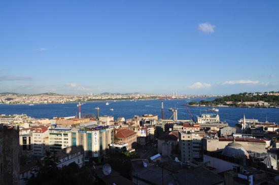 Manzara Istanbul: Vom Balkon unserer Wohnung mit Blick nach halbrechts.