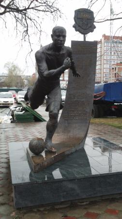 Monument to Football Team Tom