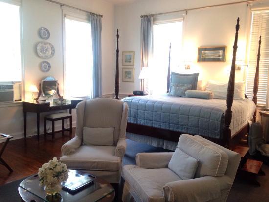The Rhett House Inn: photo1.jpg