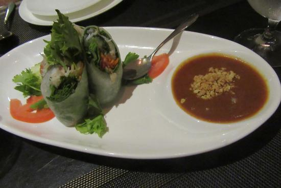 Noi Thai Cuisine: Spring Rolls stuffed with prawns and bbq pork