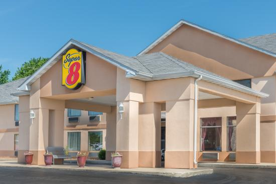 Super 8 Troy IL/St. Louis Area: EXTERIOR CLOSEUP