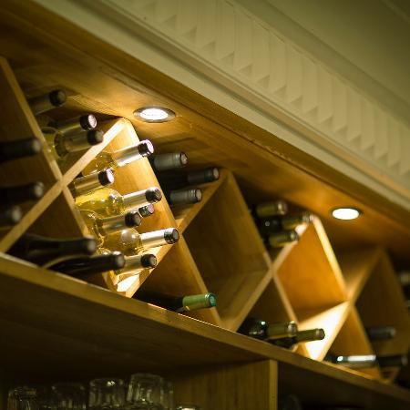 Neuilly-sur-Seine, Francia: Cave a vin