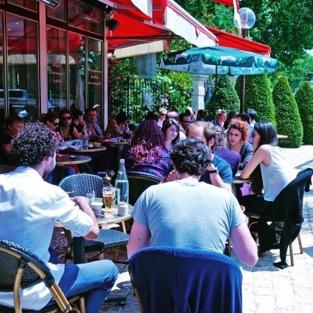 Neuilly-sur-Seine, Francia: Terrasse ensoleillée