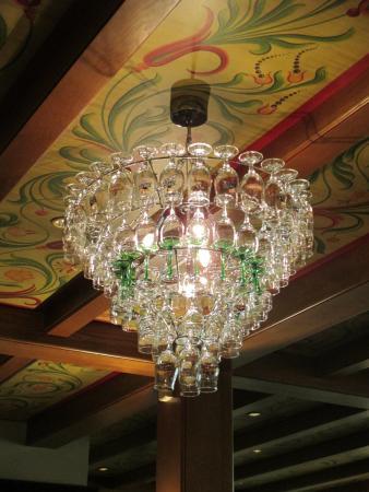 Lancienne douane lustre réalisé en verre à vin
