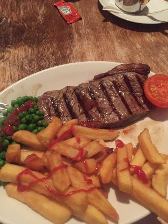 West Haddon, UK: Sirloin steak main, cooked to perfection