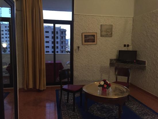 Grand Hotel: Hotel situé en plein centre ville. Chambre spacieuse avec balcon avec une vue sur la ville et su