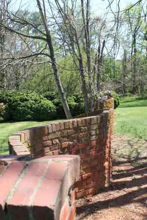 Forest, VA: Awesome curved brick wall