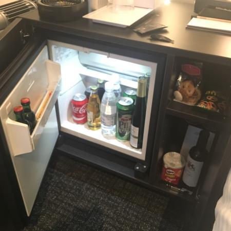 h tel sympathique tr s bonne literie beau buffet pour le. Black Bedroom Furniture Sets. Home Design Ideas