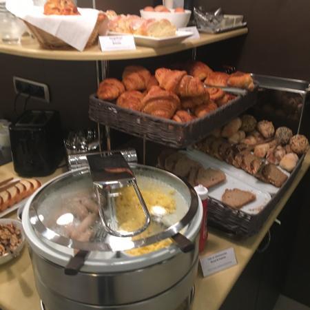 Hôtel sympathique, très bonne literie, Beau Buffet pour le petit déjeuné (sucré et salé). Mais s