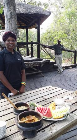 Balule Private Game Reserve, Sudáfrica: Lots of fresh fruit and good food served by charming, hard working staff