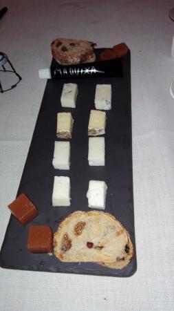 Espacio Gastronómico En Rima: surtido de quesos