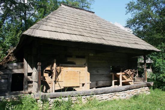 Targu Jiu, Romania: Muzeul Arhitecturii Populare Din Gorj 4