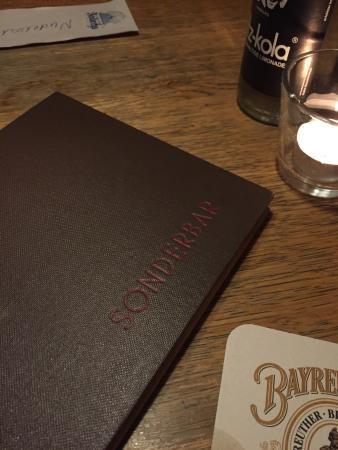 Sonderbar: Dentro do bar