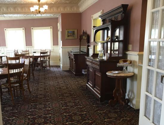 Cedarburg, WI: buffet for the Happy Hour & Breakfast setups