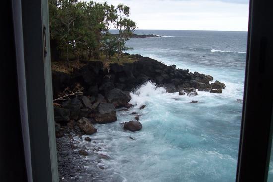 Hotel Restaurant Le Baril: vue de la chambre située au-dessus des rochers