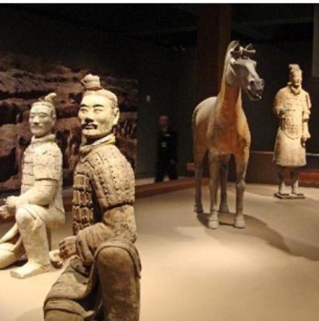 """Bowers Museum of Cultural Art : Salah satu koleksi """" Terra Cotta Warriors, yang dimiliki Bowers Museum"""