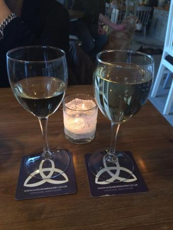 Ilfracombe, UK: Great atmosphere! The restaurant was supposed to be full because of a private party, but when we