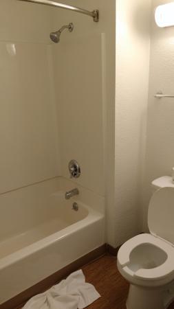 Motel 6 Denver West Wheat Ridge-North: clean, new fixtures, bar soap but no shampoo