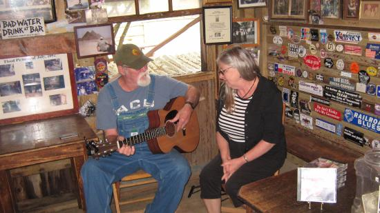 Luckenbach, TX: Jimmy Lee Jones, very talented and charming. So much fun to sing with him.