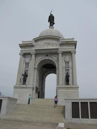 Taman Militer Nasional Gettysburg: The Pennsylvania Monument is visible from most of the battlefield.