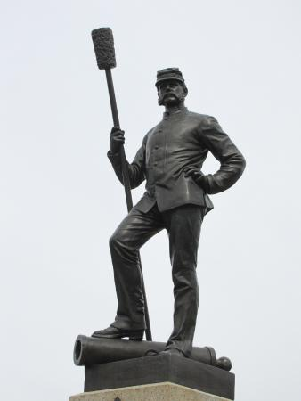 Taman Militer Nasional Gettysburg: Many monuments include highly detailed figures.