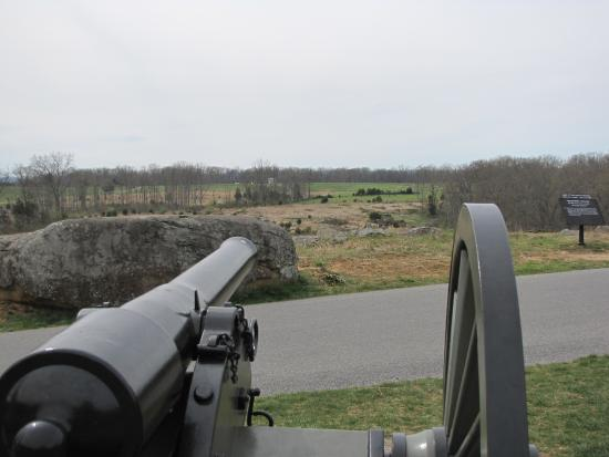 Taman Militer Nasional Gettysburg: Cannons are placed near their locations during the battle.