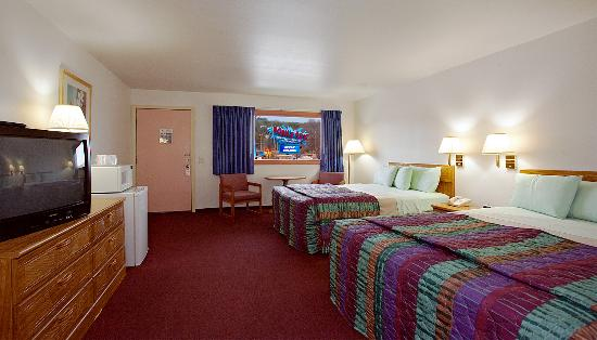 Shamrock Motel Resort & Suites: Queen Guest Room