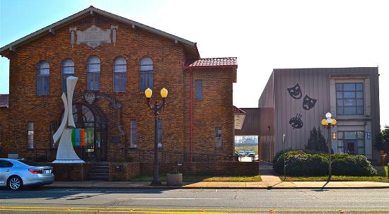 Bossier City, LA: The Bossier Arts Council's main building and Annex