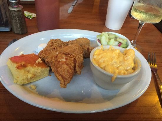 Darrell's Restaurant: fried chicken, mac & cheese, cucumber salad & cornbread!