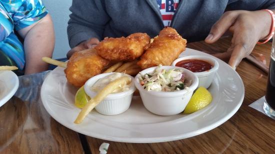 Moss Beach, Kaliforniya: fish and chips platter