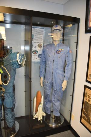 Fort Irwin, Kalifornien: A few space suits on display