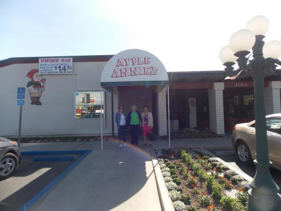 Tulare, Kalifornien: Three of our seniors from Daybreak Baptist in Bakersfield Ca