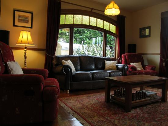 Nikau Lodge: Lounge