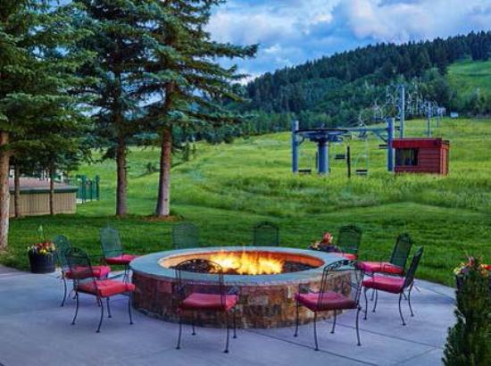 The Inn at Aspen: Fire Pit